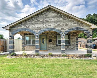 Oklahoma City House w/ Yard - 10 mins to Downtown! - Central Oklahoma City