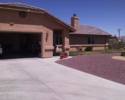 Private room with shared bathroom - Apple Valley , CA 92307
