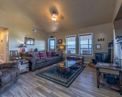 Rain Dance Retreat: Updated 2 Bedroom, 2 Bath Cabin with a Private Hot Tub and Views For Days! - Ruidoso