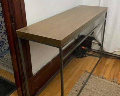 Structube Consol Table