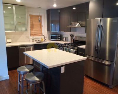 Modern Downtown 2 Bedroom Condo – Whittier, Boulder