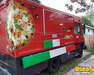 Used 2002 Workhorse P42 Diesel Food Truck with Commercial Pizza Oven for sale in Washington!