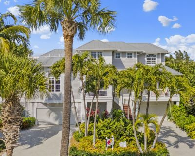 Ideal multi-generation family vacation home 50 yds from beach on private road. - Captiva