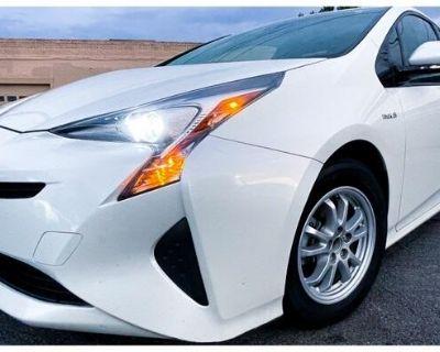 2017 Toyota Prius Two (Natl)