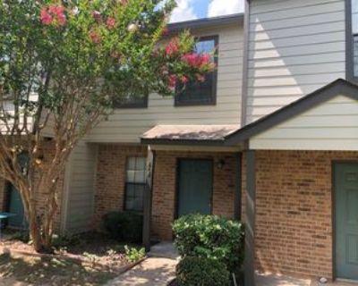 818 W Collins St, Denton, TX 76201 2 Bedroom Condo