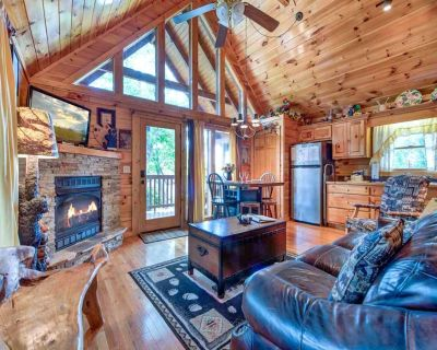 Artistic Mountain, 2 Bedrooms, Sleeps 8, Hot Tub, Mtn View, Jetted Tub - Black Bear Falls