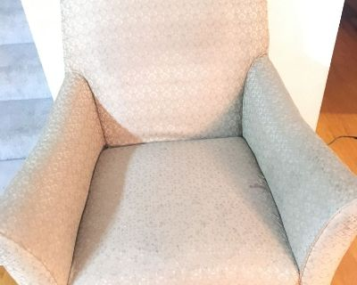 Free cushion chair and dining table with 6 chairs (fremont / union city / newark)
