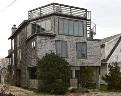 FREE ACTIVITIES INCLUDED! PET FRIENDLY! This large family friendly beach home just a quarter block from the beach features a unique, eclectic and fun decor! - Bethany Beach