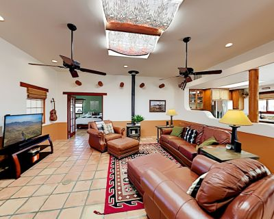 Desert-Chic Dream | 1.5 Acres | Private Hot Tub | Outdoor Living & Dining - Morongo Valley