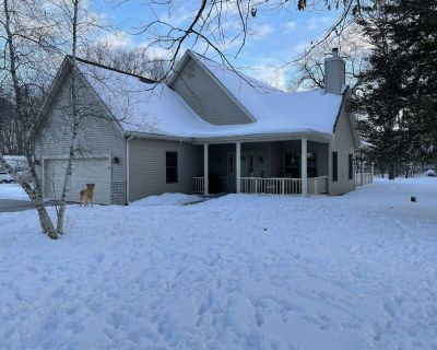 Secluded Home on 3 Acre Lot with Hot Tub - Waterford
