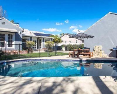 Stylish - Renovated LA Home w/Pool & BBQ - Valley Village