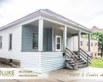 1005 S Center Ave, Sioux Falls, SD 57105 3 Bedroom House