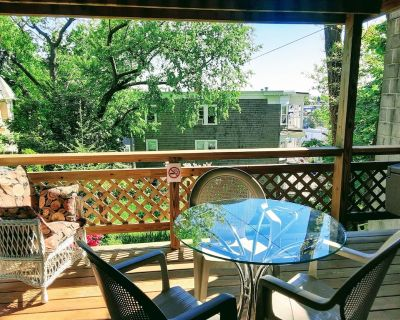 Panoramic view, large deck, ground floor apartment, walk to subway and beach - Jones Hill