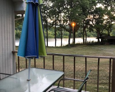 Riverside Cabin 2: White River is 110 ft Away with Riverview 1 King Bed WIFI - Lakeview