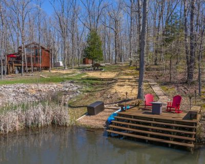 Luxurious 2 bedroom 2 Bathroom Chalet nestled in the woods with a Stunning Lake View! - Wright City