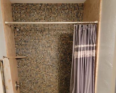 Private room with own bathroom - Lodi , CA 95240