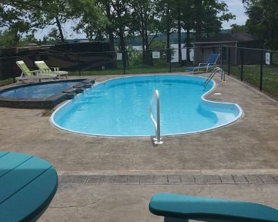 Lakefront Glamping in Private Resort with a Pool! - Murray