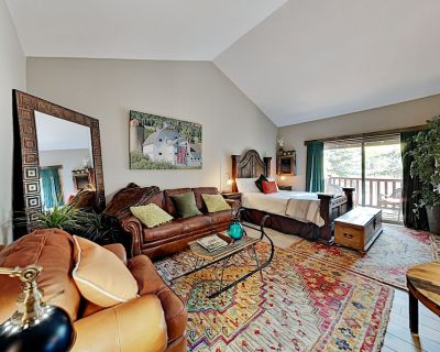 Chic Studio | Pool, Hot Tub & Firepit | Walk to Dining, Minutes to Lifts - Park City