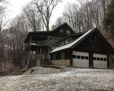 This cabin is a 2 bedroom(s), 1 bathrooms, located in Mars Hill, NC. - Mars Hill