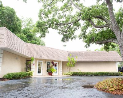 Move-in-Ready Single-tenant Retail/Office