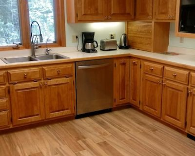 Rivers Edge Home In The Woods Hiking trails, pet friendly and stocked kitchen - Twin Lakes