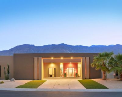 'Sunset at South Canyon' All Suite Estate - Pool, Spa & Views - Palm Springs