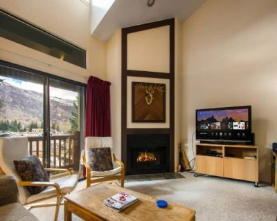 *FREE KAYAKING* No Car Needed 5 Minute Walk to Skiing, Shared Hot Tub, Real Wood Fireplace,Keyless - Downtown Park City