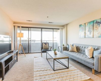 Beautiful 1-Bedroom Flat + Gym + Pool at Trinity Guest Suites - Landmark