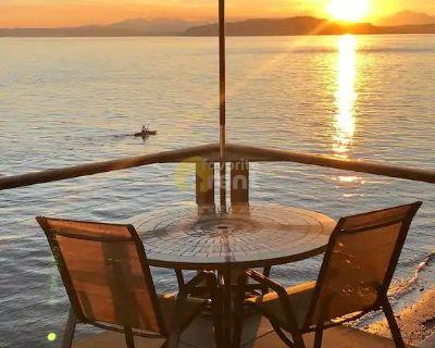Stunning Beachfront 2 Bedroom Condo – Alki, Seattle