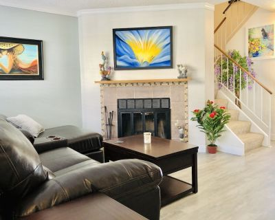 Beautiful 2 Bedroom Townhome in Denver, Close to Hwy 25,Shopping and Restaurants - North Westminster