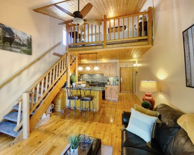 Newly Listed Cabin Vibe Studio with Wifi, Hot Tub, and Laundry in Unit! 618 - Park City