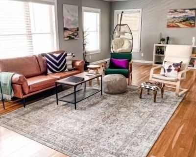 4 bedroom 2 bath with full kitchen, foosball table and large outdoor space - Fredericksburg