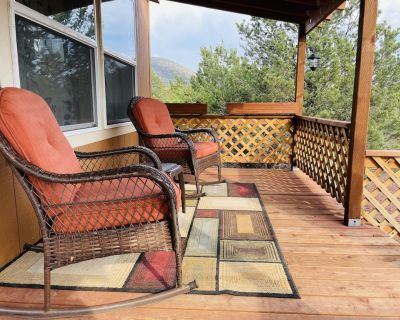 Grand Canyon Ponderosa Retreat w/Hot Tub + Fire Pit, laundry, and view - Williams