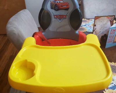 Cars booster seat with tray