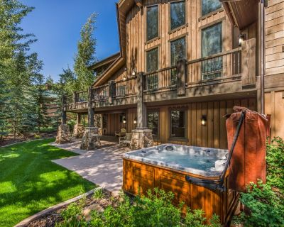 Beautiful Luxury Home - Great for Families! Private Yard, Hot Tub, & Theater Room - Park City