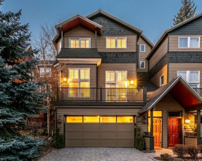 No Car Needed 5 Min Walk to Main & Bus Stop, Private Hot Tub, Two Decks, Quiet Den, Self Check-In - Park City