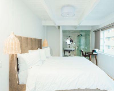 DK - Deluxe Room, 1 King Bed, Non Smoking - Belmont Shore