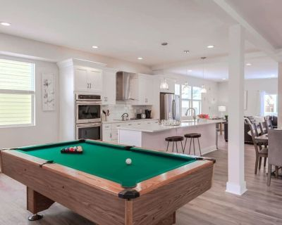 Designer Chic Indy 4 Bd w/ Pool Table! - Center Township