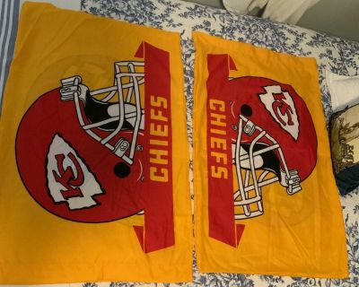 Like new clean queen or Standard KC Chiefs Pillow Case. Both sides have the chiefs Helmet
