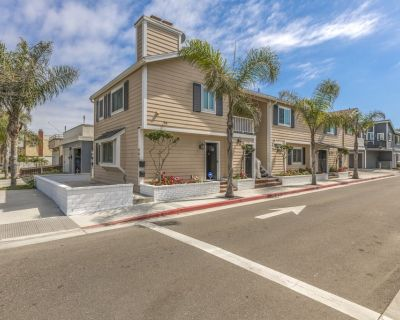 Spacious 8 Bedroom/7 Bath Duplex Only 3 Houses from Sand with AC - West Newport
