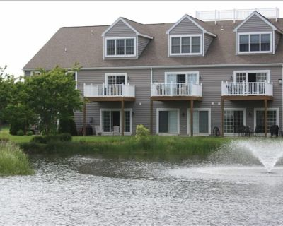 LUXARY TH, 2 Master Suites, Sleeps 10, Pool, East of Rt 1, Walk or Bike to Beach - Rehoboth Beach