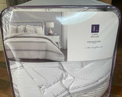 Farmhouse striped reversible king size comforter and shams