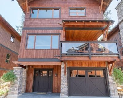 This exceptionally designed lodge offers comfort and luxurious living. - Blind Bay