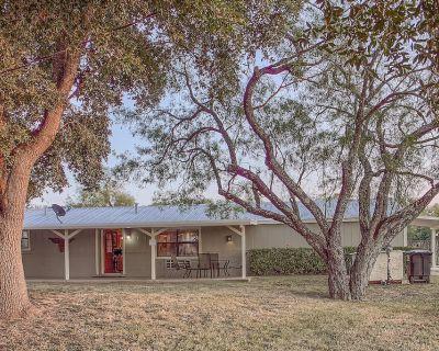 Lone Star Cabin No.2 ~ Texas Hill Country - Fredericksburg