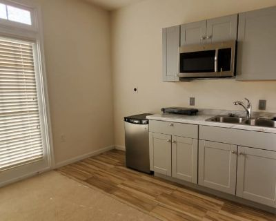 Private room with own bathroom - Neabsco , VA 22191