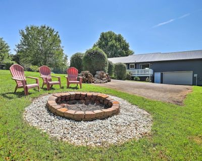 NEW! Pet-Friendly Mars Hill Home ~ 1 Mile to Dtwn! - Mars Hill