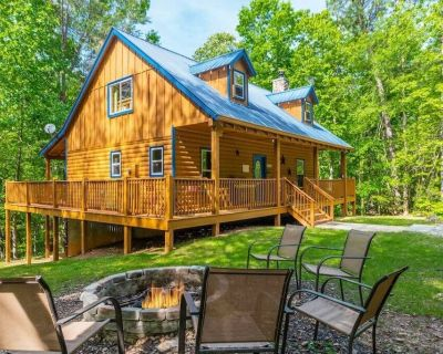 Private Log Cabin | 4BR 3BA | Pet Friendly | Hot Tub | Fire Pit | Spacious - Cleveland