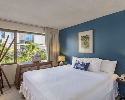 Contemporary 1 BDRM Condo at the Four Paddle w/ Laundry, AC, & FREE Parking! - Waikiki