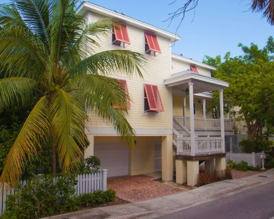 Waterfront Home with private Pool & lush landscaping - Key West