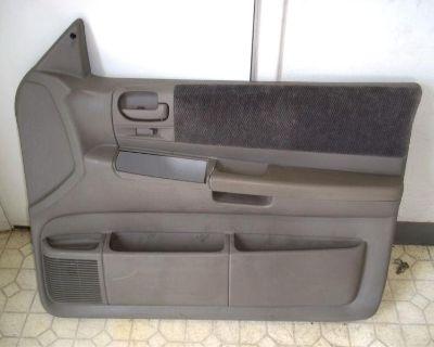 00-04 Dodge Dakota Club Cab Pickup Right Front Passenger Power Door Trim Panel